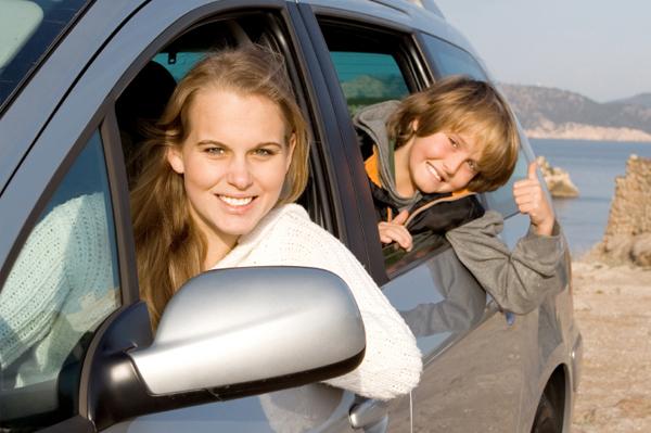 mom-kid-rental-car